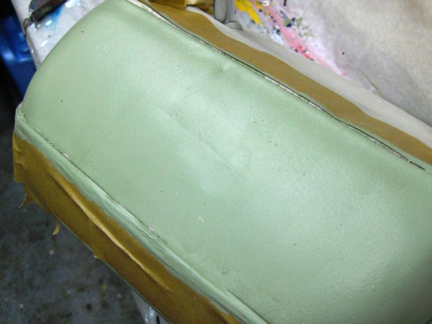 ремонт дивана из кожи